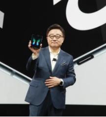 毫不奇怪三星手机GalaxyFold的继任者将被称为GalaxyZFold2